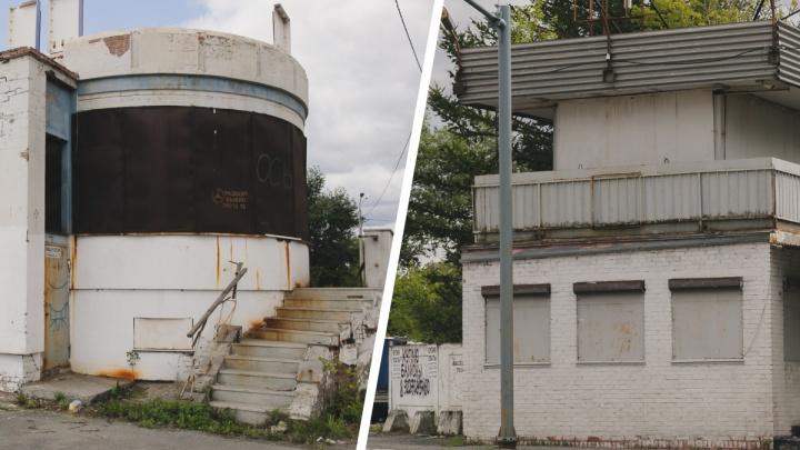 «Сносить их бессмысленно». Кто и сколько заработает на демонтаже бывших постов ГАИ в Челябинске