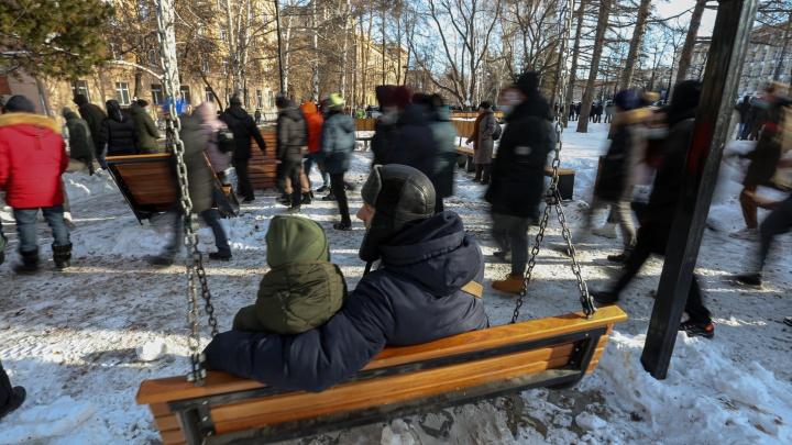 Участники акции протеста в Челябинске ушли от памятника Курчатову в парк Гагарина и центр города