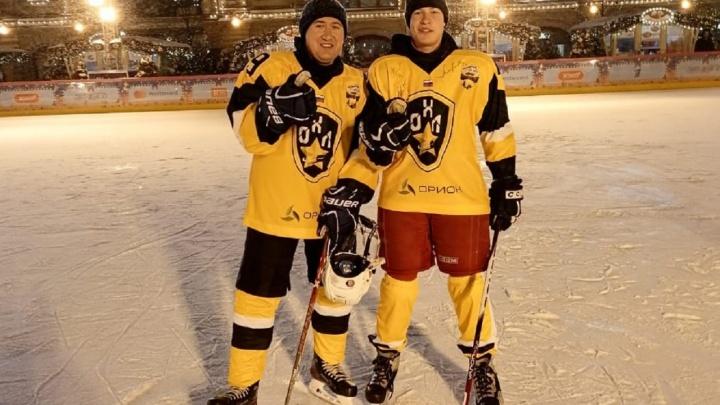 Подросток из Горнозаводска сыграл с губернатором Прикамья в хоккей на Красной площади