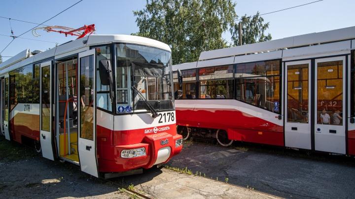 На линию выходят два модных трамвая, на которые потратили почти 40 миллионов. Показываем, как они выглядят