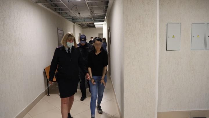 Из-за матери, которая выбросила дочь с 6-го этажа, могут наказать соцслужбы Самары