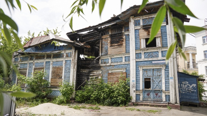 Проблемы начались, когда признали памятником: в Ярославле 10 лет рушится уникальное здание в стиле модерн