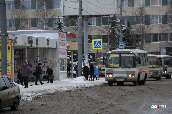 """В марте специалисты департамента транспорта проверяли работу автобусов. Выяснили, что, к примеру, на маршрутах&nbsp;<nobr class=""""_"""">№ 9</nobr>, 10, 60 и 69 автобусы в часы пик переполнены"""