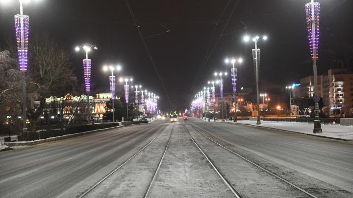 Таким Екатеринбург бывает только раз в году. Фоторепортаж из пустого города