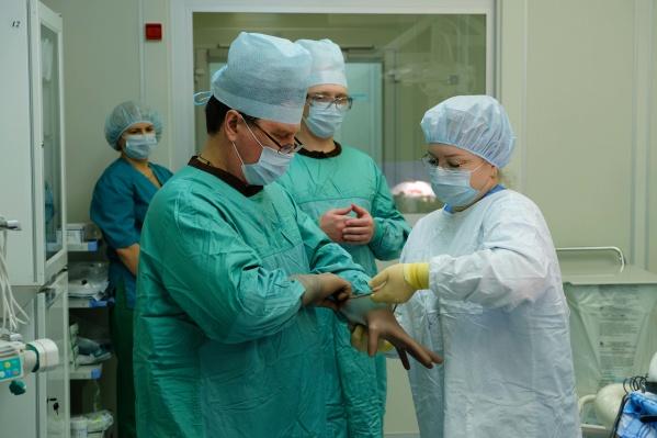 Хирурги из двух клиник боролись за жизнь пациентки