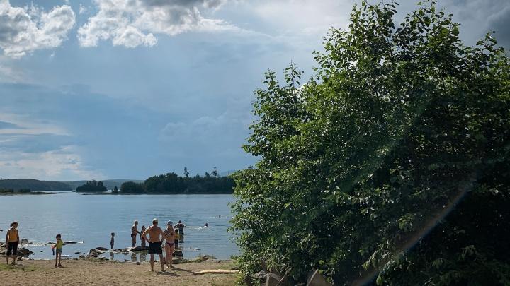 """«Подошел мужик, говорит: """"Платите""""»: южноуральцев возмутил сбор денег с отдыхающих на озере Кисегач"""