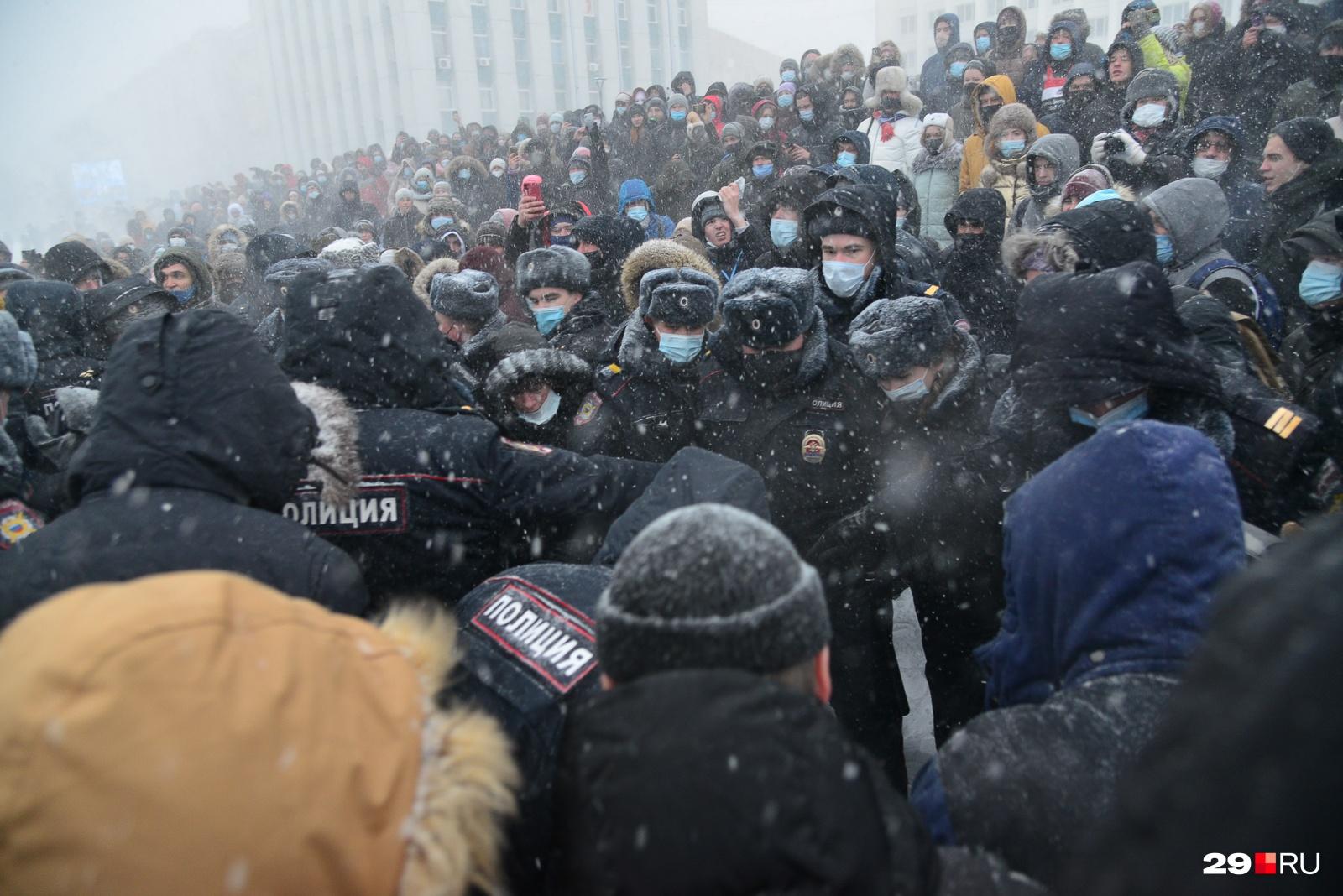 Во процессе мирной акции полиция принимала попытки задержать участников