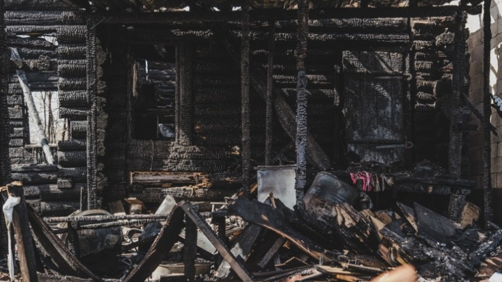 Следком завершил расследование дела о гибели семьи на пожаре в Кудымкаре