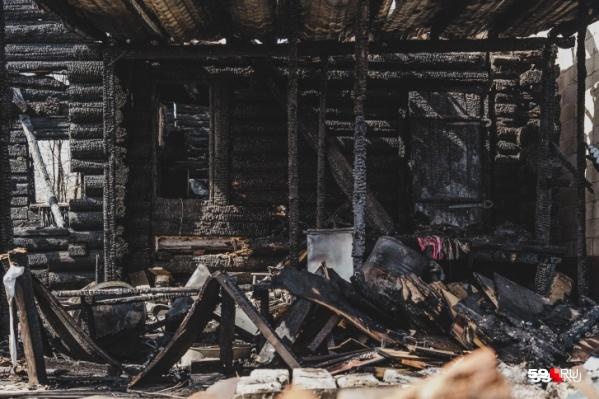 От пожара выгорела большая часть дома