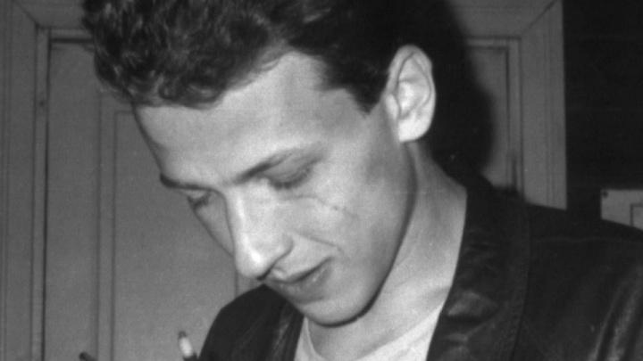 В Екатеринбурге откроют мемориальную доску Борису Рыжему. Рассказываем, какой она будет