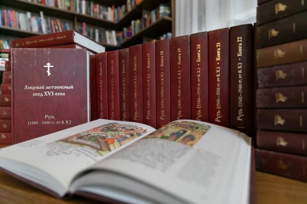 Уникальное издание включает оригинальные иллюстрации, древнерусский текст с переводом на современный русский язык
