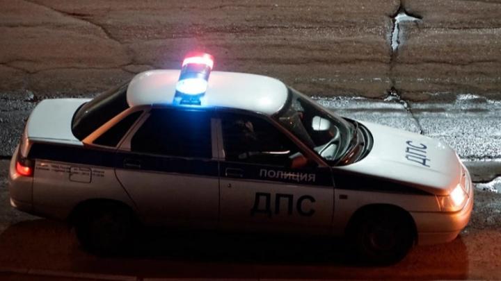 В Исилькульском районе пьяная мать с 2-летним ребенком в машине попала в аварию