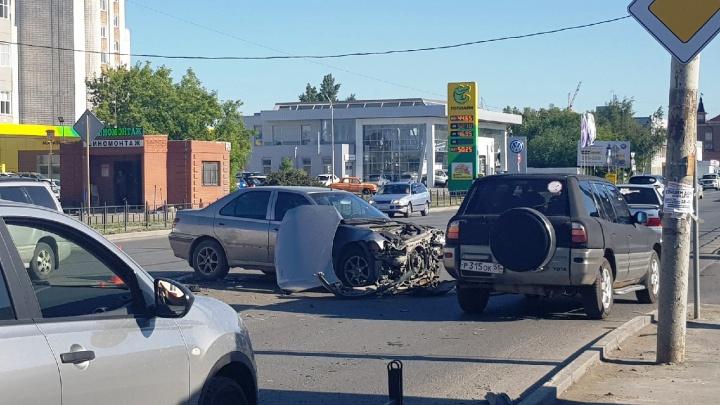 На перекрестке, где иномарка протаранила забор магазина, запретят поворот налево