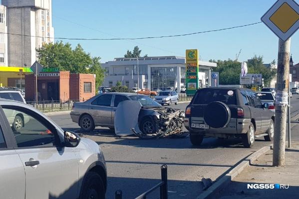 На перекрестке «Пежо» столкнулся с «Фольксвагеном» — в машинах никто не пострадал
