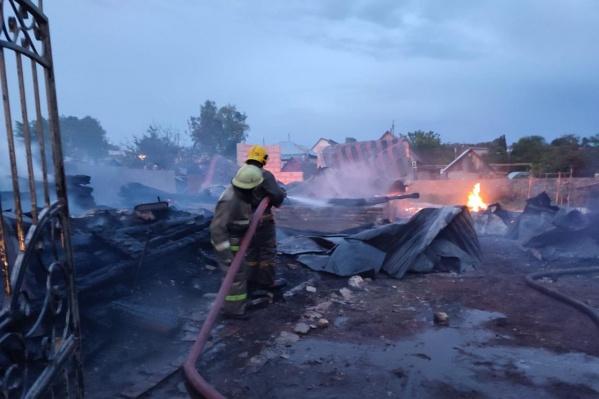 На месте работали 30 спасателей