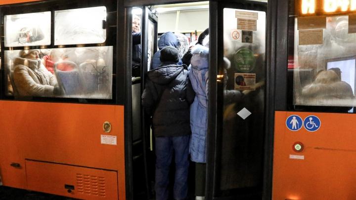 «Плакать хочется. И так каждый вечер». Фотограф NN.RU — о бесконечно долгом ожидании автобуса в центре города