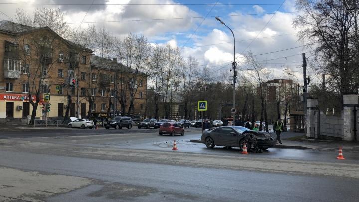 На улице Гагарина в ДТП таксист не уступил дорогу, из-за этого пострадал подросток