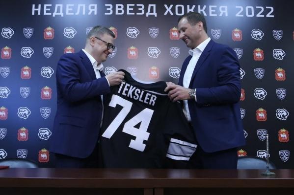 О проведении шоу губернатор Алексей Текслер (слева) объявил сегодня после встречи с президентом КХЛ Алексеем Морозовым