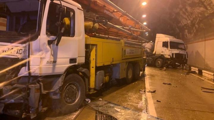 В сочинском тоннеле произошло массовое ДТП с 5 машинами, пострадали 6 человек