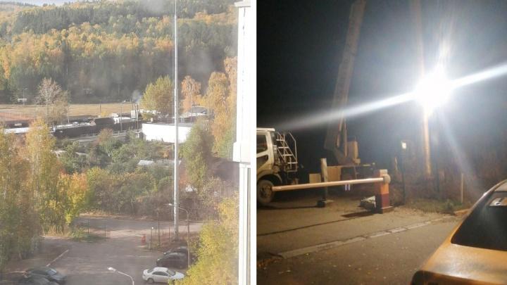 Рабочие ночью демонтировали оборудование с вышки связи на Стасовой после жалоб жителей на облучение