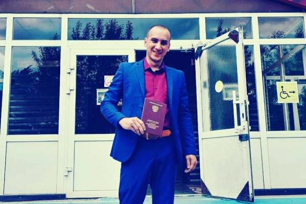 Антонов получил диплом и отправился в военкомат