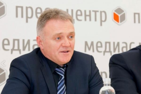 Крат был исполняющим обязанности министра здравоохранения после ухода Быковской