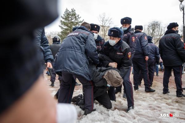 В Ростове назначили аресты от 2 до 10 суток 12 демонстрантам
