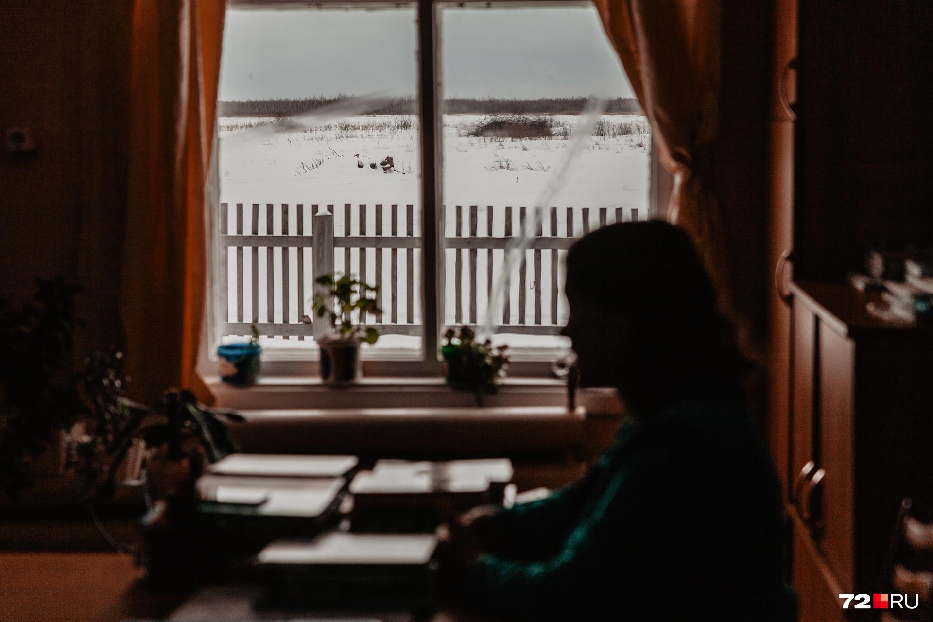 Вид из окна на бескрайние степи. Место, чтобы думать о вечном