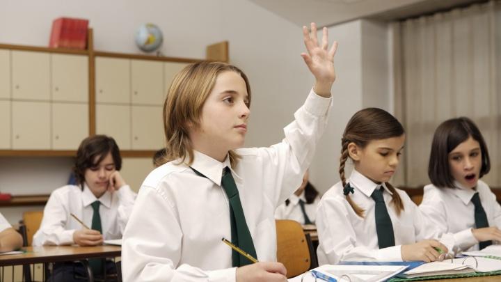 Перед началом учебного года челябинские родители купили школьникам умные часы и «большие» смартфоны