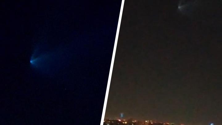 Ночью над Екатеринбургом заметили странный синий объект в небе. Рассказываем, что над нами пролетело