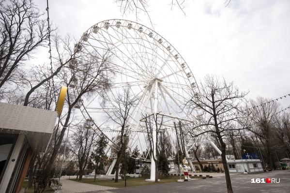 Такое же колесо обозрения работает в парке Ростова-на-Дону
