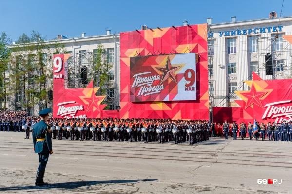 В последний раз парад Победы проходил на Октябрьской площади в 2019 году