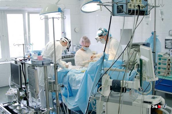 Специалисты новосибирского Центра Мешалкина рассказали о сложной операции, проведенной для 34-летней жительницы Кургана с сердечной аномалией