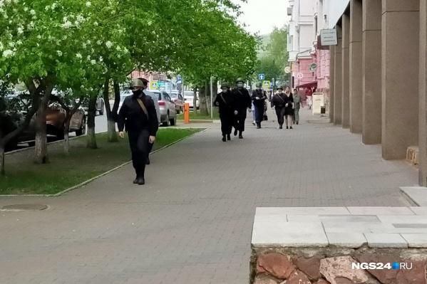 Сотрудники полиции вышли на улицы города