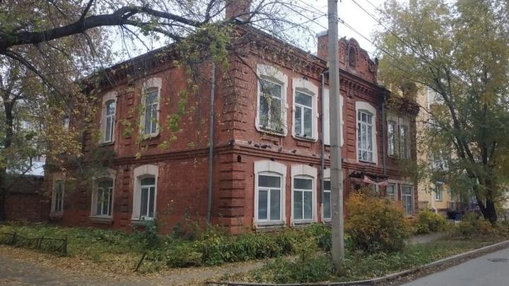 Владелец сети офтальмологических клиник купил памятник архитектуры в Омске