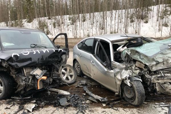 От удара машины получили сильные повреждения