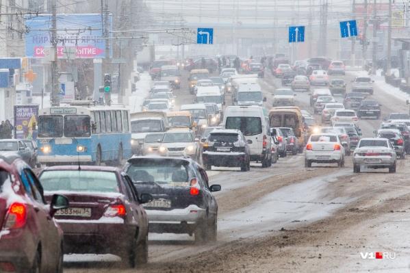 Город снова парализован километровыми пробками