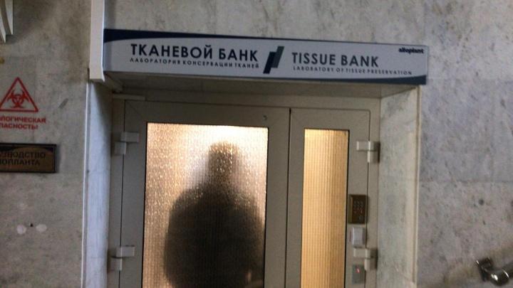 В Центр глазной хирургии ворвался ОМОН. В клинике изъяли документы. Как это было: онлайн-репортаж