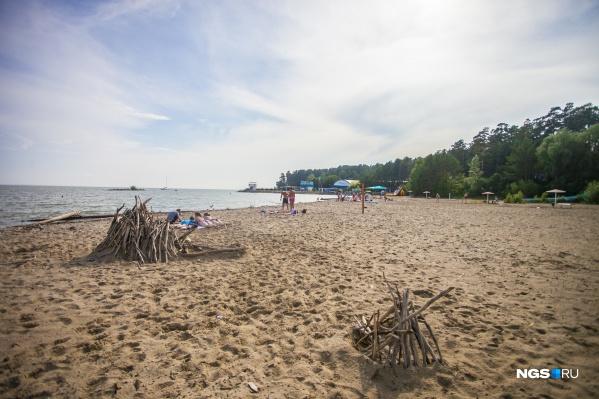 Группа подростков догнала пострадавшую девочку, когда та уже ушла с пляжа