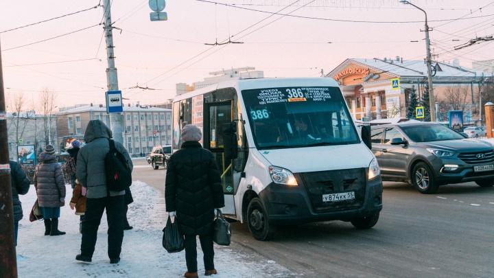 «Транспорт экономически не может двигаться»: омский перевозчик — о проблемах на маршрутах частников