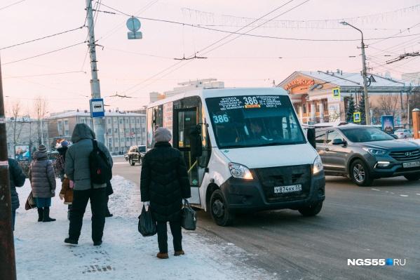 По словам Николая Артемьева, за прошлый год частные перевозчики потеряли 500 машин