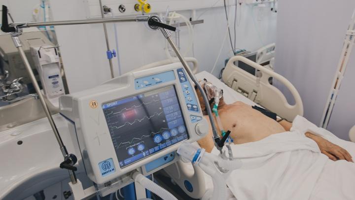 «Мы дышим по очереди»: пациентам кузбасской больницы не хватает кислорода. Комментарий Минздрава