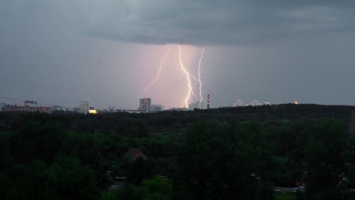Синоптики предупредили свердловчан, что 23 мая погода испортится. Ожидается шквалистый ветер и гроза