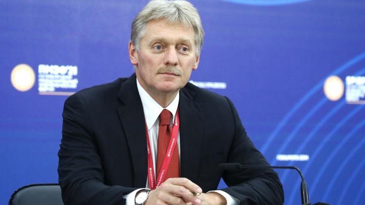 Песков прокомментировал историю с дорогой в Омской области, на которую жаловались Ангеле Меркель
