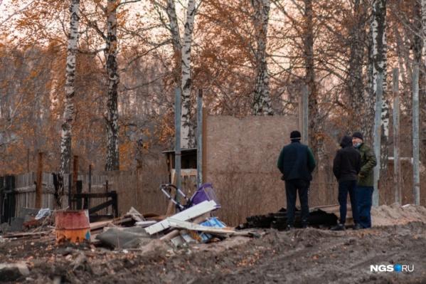 В пожаре погибло трое детей — они жили в крохотном помещении в поле за промзоной