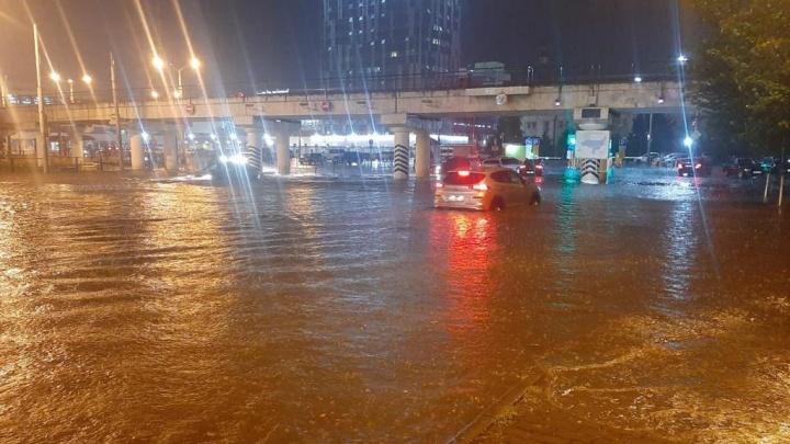 Ночной ливень в Ростове затопил дом, детский сад и привокзальную площадь
