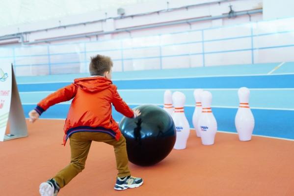 На мероприятии дети и взрослые могли попробовать себя в разных видах спорта, которые одобряют врачи
