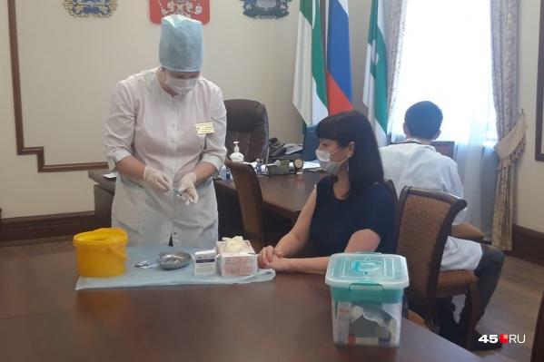 Елена Ситникова призвала горожан не бояться прививок