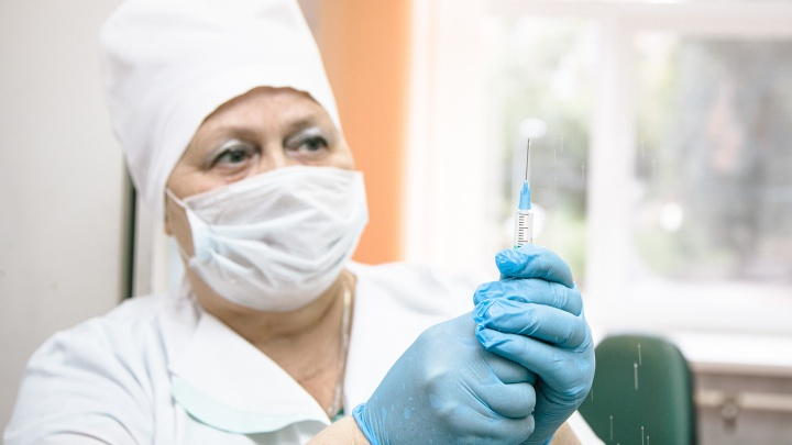 Самарский врач рассказал, каким должен быть промежуток между вакцинами от гриппа и коронавируса