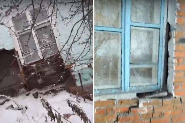 Автор видео принес в больницу градусник, чтобы замерить температуру
